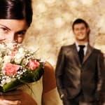 2花束を持つ女性