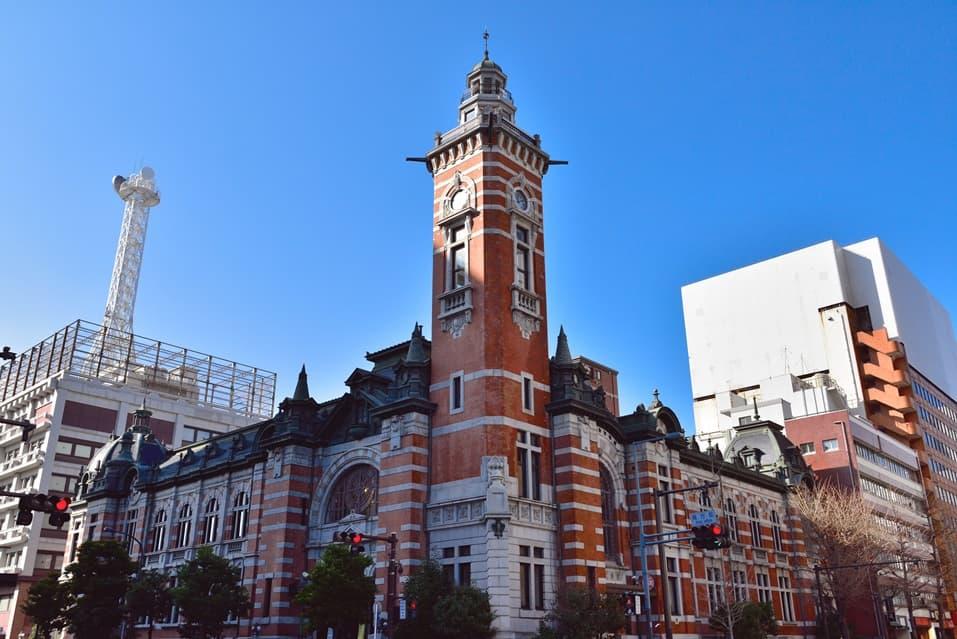 塔のある建物
